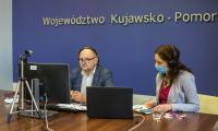 Marszałek Piotr Całbecki podczas debaty, fot. Szymon Zdziebło/tarantoga.pl dla UMWKP