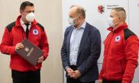 Uroczystość przekazania umowy o dofinansowanie szkoleń dla przyszłych ratowników wodnych, fot. Mikołaj Kuras dla UMWKP