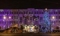 Włączone świąteczne iluminacje przed Urzędem Marszałkowskim, fot. Mikołaj Kuras dla UMWKP