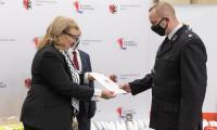 Przekazanie sprzętu strażakom, fot. Mikołaj Kuras dla UMWKP