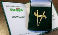 """Złota Odznaka Zasłużony dla NSZZ RI """"Solidarność"""", fot. Andrzej Goiński UMWKP"""