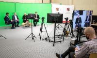 Prymas Tysiąclecia – debata w studiu telewizyjnym w Urzędzie Marszałkowskim, fot. Andrzej Goiński/UMWKP