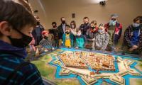 Zwiedzanie wystawy stałej Muzeum Twierdzy Toruń, fot. Szymon Zdziebło/tarantoga.pl dla UMWKP