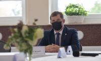 Podpisanie umowy na budowę chodnika między Grzybnem i Drużynami, fot. Mikołaj Kuras dla UMWKP