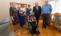 Marszałek Piotr Całbecki z urodzinową wizytą u pana Piotra Bogorodzia, fot. Mikołaj Kuras dla UMWKP