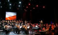 """Koncert """"Niepodległa. Muzyczna podróż z Krzesimirem Dębskim"""" w CKK Jordanki w Toruniu, fot. Andrzej Goiński"""