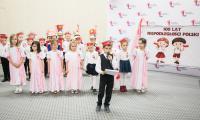 """Dzieci z przedszkola """"Mały Światek"""" zaprezentowały 8 listopada w Urzędzie Marszałkowskim spektakl z okazji setnej rocznicy odzyskania niepodległości, fot. Andrzej Goiński"""