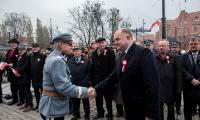 Uroczystość odsłonięcia tablicy pamiątkowej w związku z setną rocznicą odzyskania niepodległości przed Urzędem Marszałkowskim, fot. Łukasz Piecyk