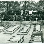 Pogrzeb pomordowanych w Paterku, 1945, Muzeum Ziemi Krajeńskiej w Nakle nad Notecią