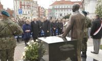 Odsłonięcie pomnika Władysława Raczkiewicza przed Urzędem Marszałkowskim w Toruniu, 25 października 2010r.