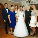 Bernard Janecki (drugi od prawej) z rodziną podczas wesela prawnuczki Małgorzaty, fot. archiwum prywatne