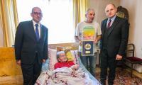 Marszałek Piotr Całbecki w wizytą w domu Marianny Janus, fot. Szymon Zdziebło/Tarantoga.pl
