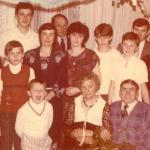 Helena Mariańska (dolny rząd, druga od lewej) z rodziną, fot. archiwum prywatne