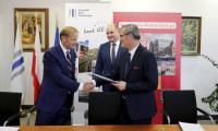 Ceremonia podpisania umowy z EBI w sprawie środków na rozbudowę WSZ w Toruniu, fot. Mikołaj Kuras